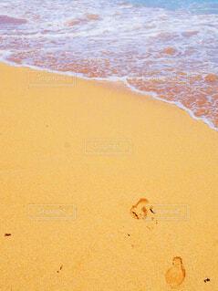 足あとの残る砂浜の写真・画像素材[4606880]
