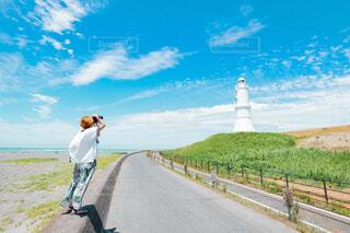 風景写真を撮る女性の写真・画像素材[4584280]