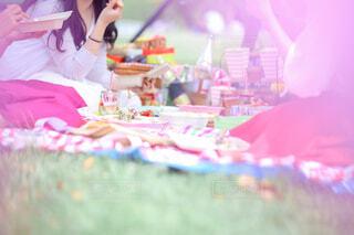 公園でピクニック女子会の写真・画像素材[4620224]