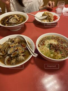 食べ物,食事,ディナー,赤,フード,テーブル,皿,スープ,食器,レストラン,魚介類,飲食,ボウル