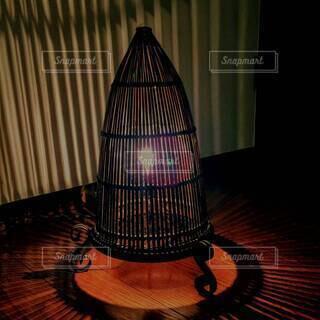 竹の隙間から溢れる筋がきれいなランプシェード①の写真・画像素材[4612942]