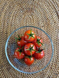 収穫したばかりの新鮮プチトマト。ヘタがツンツン!の写真・画像素材[4631517]