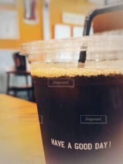 テーブルの上のアイスコーヒー、ブラックで。の写真・画像素材[4632864]