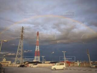 ゲリラ豪雨の後の大きな虹。の写真・画像素材[4634619]