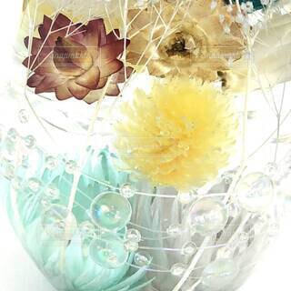 爽やかな色合いで作った、ハーバリウム。ガラスボトルの中の涼。の写真・画像素材[4690811]