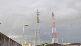 風景,空,夏,屋外,雲,きれい,虹,レインボー,鉄塔,電線,送電線,雨上がり,8月,7月,大きな虹,大きい虹