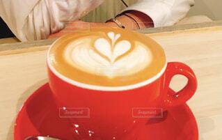 食べ物,コーヒー,屋内,茶碗,マグカップ,食器,カップ,カプチーノ,エスプレッソ,紅茶,カフェオレ,ラテ,フラットホワイト,コーヒー牛乳,カフェイン,飲料,ホワイトコーヒー,インスタントコーヒー,マキアート,食器類,コーヒー カップ,受け皿,コーヒー飲料