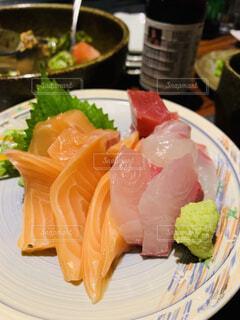 食べ物,皿,料理,寿司,刺身,魚介類,サーモン,スモークサーモン,フライ返し,鍬,付け合わせ,魚製品,クルード,液体酸素