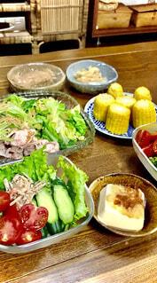 食べ物,テーブル,皿,サラダ,ブロッコリー,キュウリ,晩御飯,木目,ファストフード,冷しゃぶ