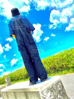 ファッション,風景,海,空,夏,屋外,雲,青空,後ろ姿,景色,草,人物,人,sea,草木