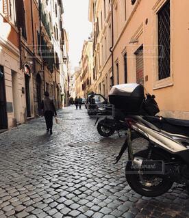 風景,建物,屋外,海外,道,歩道,地面,通り,オートバイ,自動車部品
