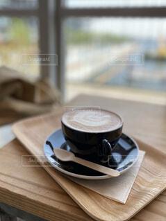 カフェ,コーヒー,テーブル,食器,トレー,コーヒー カップ,木製スプーン,受け皿