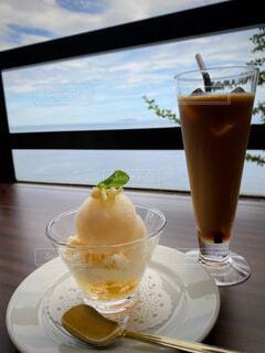 カフェ,コーヒー,アイスコーヒー,海辺,テーブル,窓際,ドリンク,ジェラート,海沿い,海が見える