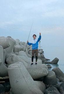 男性,1人,自然,アウトドア,海,釣り
