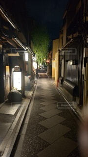 夜の京都の路地の写真・画像素材[4655291]