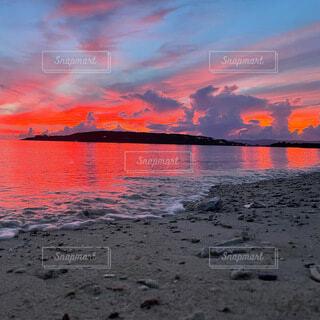 自然,風景,空,屋外,朝日,赤,ビーチ,雲,静寂,砂浜,水面,景色,オレンジ,日の出,朱色,サンライズ
