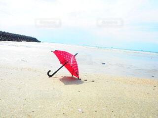 海と傘の写真・画像素材[4728915]