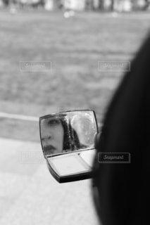 鏡の中の反射のクローズアップの写真・画像素材[4931003]
