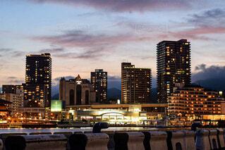 空,建物,屋外,雲,川,水面,都市,タワー,都会,高層ビル,ダウンタウン,アーキテクチャ