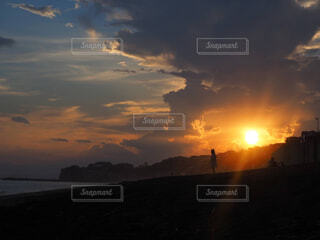 空,屋外,太陽,ビーチ,雲,夕暮れ,水面,日の出,湘南,鎌倉