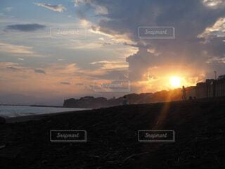 自然,風景,空,屋外,太陽,ビーチ,雲,夕暮れ,水面,海岸,地平線,日の出,湘南,鎌倉,くもり