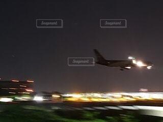 風景,空,夜景,屋外,飛行機,飛ぶ,空港,離陸,滑走路,航空機,空気,着陸,ジェット機,旅客機,空の旅