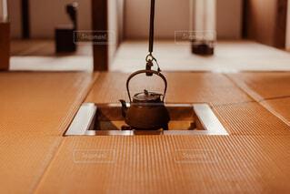 古き良き日本の日常で落ち着く囲炉裏と畳の部屋の写真・画像素材[4624853]
