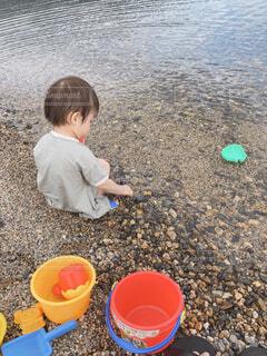 海,夏,湖,ビーチ,川,バケツ,外,幼児,石,男の子,砂遊び