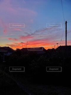 赤く染まった夕日の写真・画像素材[4663802]