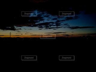 自然,風景,空,夕日,夜空,屋外,雲,夕暮れ,曇り,夕方,北海道,田舎,景色,鉄塔,シルエット,日没,背景,夕陽,夕景,眺望,日の入り,グラデーション,地方,くもり,夕闇,コピースペース,素材,壁紙,眺め,宵,黄昏時,夕刻,背景素材,くもり空,テキストスペース,宵の口,日没時