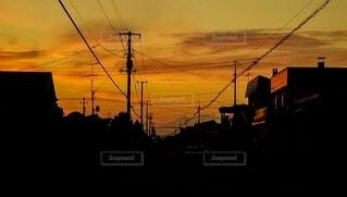 住宅街 オレンジ色の空の写真・画像素材[4834812]
