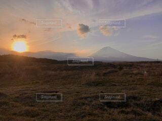 自然,風景,空,夕日,富士山,屋外,雲,夕暮れ,山,景色,草,丘,高原,バック グラウンド