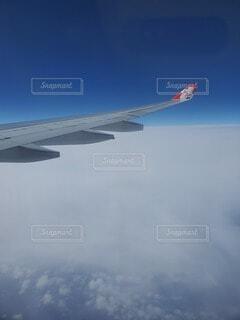 空,建物,屋外,海外,雲,晴れ,飛行機,青い空,旅行,高層ビル,煙,翼,窓際,機内食,上空,空気,眺め,日中,ドキドキ,わくわく,初海外,浮遊感