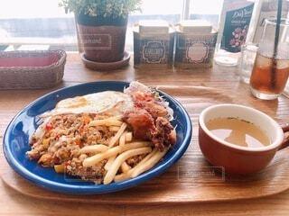 食べ物,カフェ,ランチ,テーブル,ワンプレート,皿,オシャレ,料理,美味しい,窓際,フライドポテト,穴場スポット
