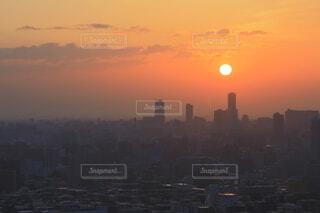 札幌の市街地の向こうに昇る朝日の写真・画像素材[4648689]