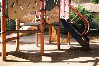公園,屋外,夕方,木漏れ日,樹木,地面,遊具,思い出,遊び場