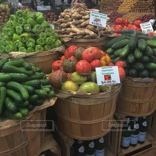 食べ物,海外,カラフル,スイカ,果物,野菜,市場,八百屋,スーパーフード,食材,スカッシュ,バナナ,リンゴ,ダイエット食品,自然食品,ベジタリアンフード,地元の料理,ビーガン栄養,フードグループ