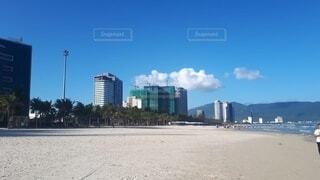新しいホテルやビル建設中のダナンのビーチの写真・画像素材[4641394]