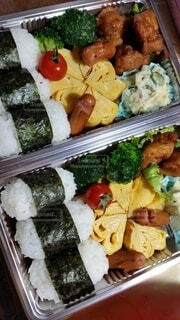 食べ物,ランチ,お弁当,トマト,野菜,おにぎり,ピクニック,ブロッコリー,卵,料理,手作り,ファストフード