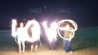 自然,海,夜,文字,屋外,砂浜,花火,明るい,素材,花火文字