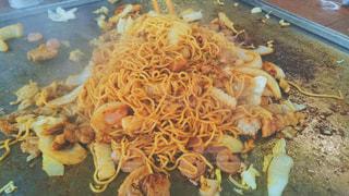 テーブルの上に食べ物の写真・画像素材[1207247]