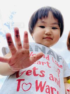 子ども,女の子,楽しい,遊ぶ,笑顔,幼児,お手伝い,エンジョイ,手が真っ黒