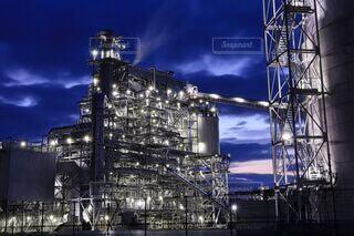 臨海工場地帯のバイオマス発電所の写真・画像素材[4656230]