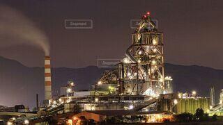 空,建物,夜景,屋外,光,ライトアップ,煙,煙突,工場夜景,明るい,北九州,セメント工場,工場地帯,夜景スポット,化学工場,苅田町
