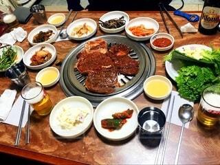 食べ物,食事,ディナー,フード,テーブル,皿,食器,料理,木目,ファストフード,飲食