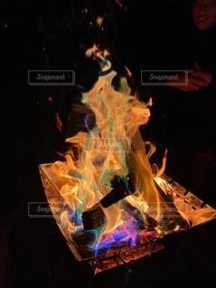 自然,アウトドア,綺麗,幻想的,暗い,キャンドル,キャンプ,炎,火,焚き火,ファイヤー,点灯,グランピング