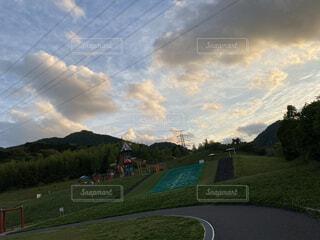 空,公園,屋外,雲,夕焼け,山,景色,遊具