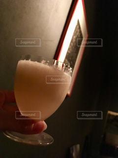 手,暗い,グラス,カクテル,乾杯,バー,ドリンク,BAR