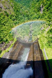 ダムと虹の写真・画像素材[2511136]