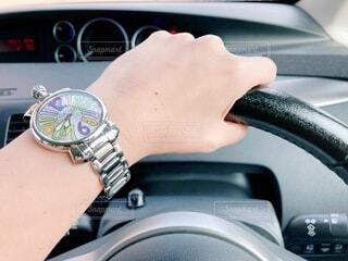 車を運転している人の写真・画像素材[3795930]